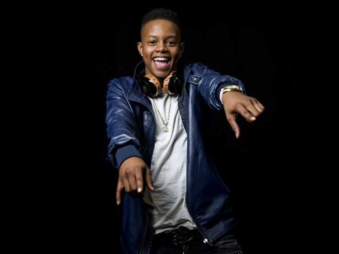 9. Silento (17 tuổi) - rapper người Georgia (tên thật là Richard Lamar Hawk) - đã thể hiện hit Watch Me (Whip/Nae Nae), công phá tất cả các bảng xếp hạng Billboard Hot 100. Bài hát với tiết tấu hiện đại và trẻ trung nhanh chóng phổ biến trên toàn thế giới, thậm chí nhiều người nổi tiếng cũng cover và nhảy theo nhạc. Kể từ khi phát hành trên YouTube trong tháng 6, MV của Silento đã thu hút hơn 500 triệu lượt xem. Cậu còn được đề cử giải thưởng Teen Choice và Video âm nhạc của MTV trước khi tốt nghiệp trung học.