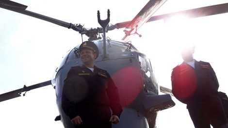 Trực thăng cứu hộ của tàu