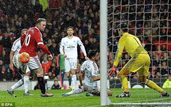 Rooney đánh gót ghi bàn