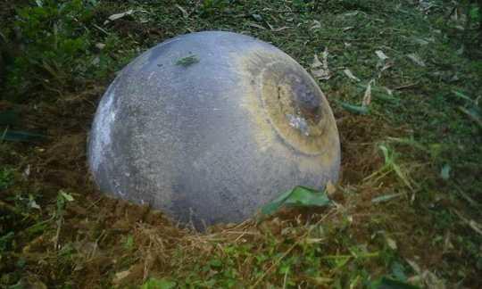 Khối kim loại hình cầu xuất hiện sau vụ nổ ở Tuyên Quang (ảnh Facebook)