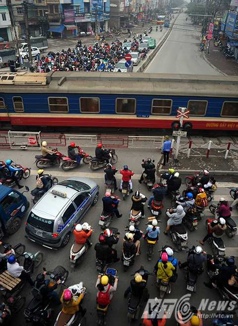 Bộ trưởng Đinh La Thăng yêu cầu ngành đường sắt phải thay đổi tư duy, nỗ lực hơn nữa để đáp ứng kỳ vọng của người dân