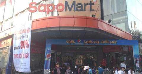 Siêu thị SapoMart Hà Đông giảm giá từ 30-80% tất cả mặt hàng. Ảnh: N.Thảo
