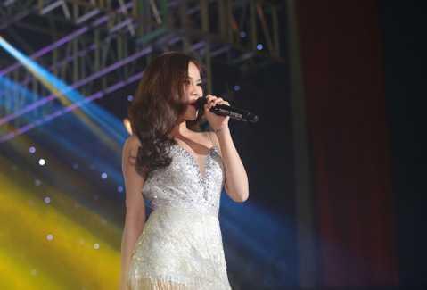 Đoạt giải quán quân của X Factor và giải vàng The Remix mùa đầu, Giang Hồng Ngọc cũng có những bước tiến nhất định trong sự nghiệp.