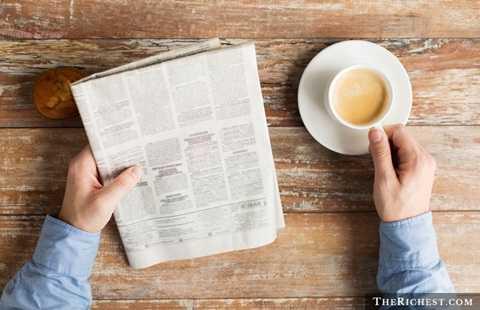 Báo giấy. Những tờ báo số ra hàng ngày thời trước đã gần như bị thay thế hoàn toàn bởi báo điện tử. Báo giấy mất nhiều công đoạn để chuẩn bị, từ khâu nội dung đến khâu in ấn và khó có thể thay đổi một khi đã