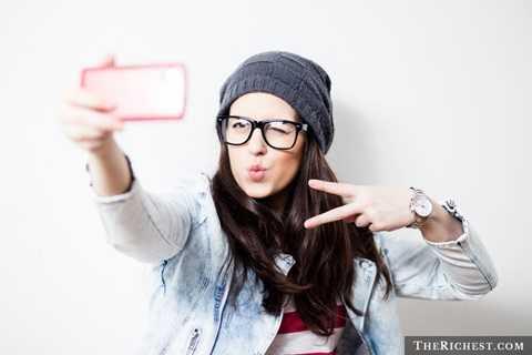 Sự khiêm tốn. Phần nào đó thì mạng Internet phát triển lấy dần đi sự khiêm tốn của giới trẻ khi họ đã có thể thoải mái tự do để thể hiện cá tính và trở thành những