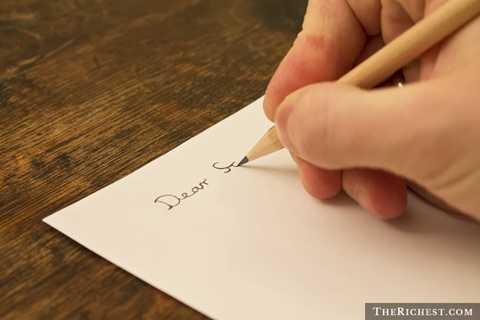 Thư tay. Rõ ràng với những sự chậm chạp và rườm rà trong thủ tục của những bức thư viết tay, người ta đang dần quên mất khái niệm này. Thư điện tử, Email ngày nay đã trở thành phương thức liên lạc có phần chính thống của các công ty, doanh nghiệp