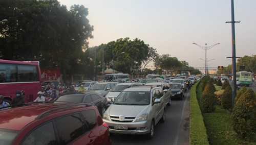 Tai nạn khiến giao thông qua khu vực kẹt xe kéo dài.