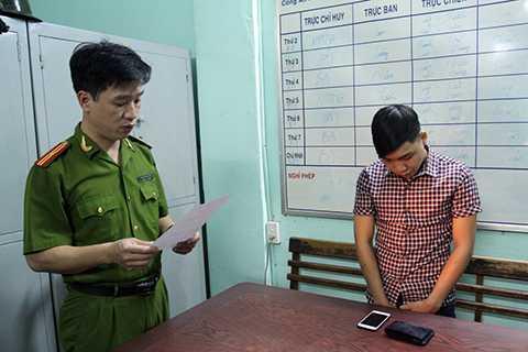 Công an phường Thạch Thang (quận Hải Châu, Đà Nẵng), Cơ quan CSĐT Công an tỉnh Bắc Ninh phối hợp với Công an TP Đà Nẵng công bố lệnh bắt khẩn cấp đối tượng Lương Thái Vỹ