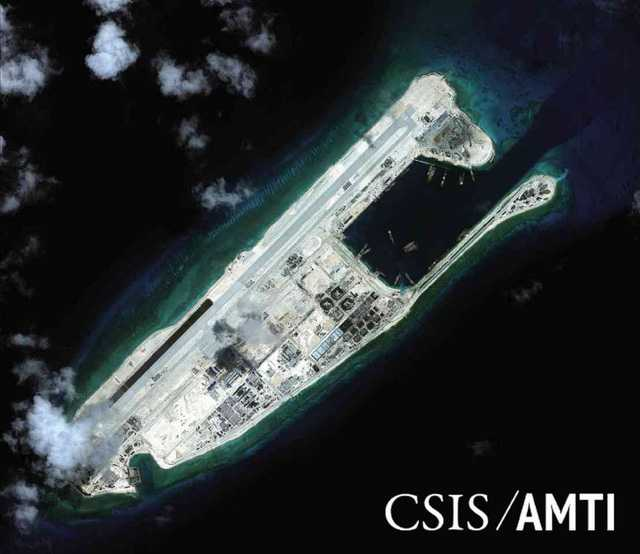 Đường băng dài hơn 3.000m và các công trình phi pháp do Trung Quốc xây   dựng trên bãi Chữ Thập, thuộc quần đảo Trường Sa của Việt Nam, mà Bắc   Kinh bồi đắp trái phép thành đảo nhân tạo.