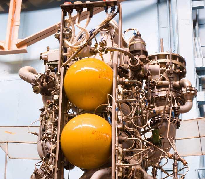 Động cơ RD 120 tầng 2 tên lửa Zenit 2-SB cũng có 2 khối cầu có kích thước tương tự 2 vật thể lạ phát hiện ở Việt Nam