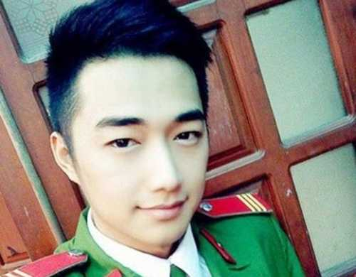 Những bức ảnh của nam cảnh sát Quang Uno được chia sẻ một cách chóng mặt kèm những lời khen ngợi cho vẻ ngoài điển trai như sao Hàn.