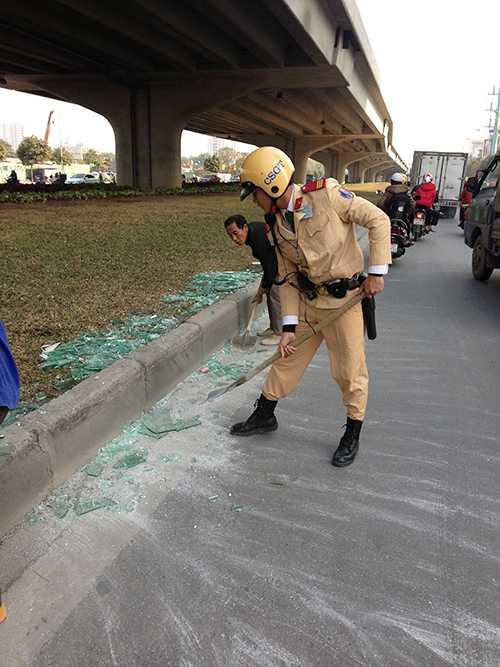 Chàng cảnh sát trẻ luôn cố gắng tận tụy vì công việc, cống hiến hết mình cho xã hội.