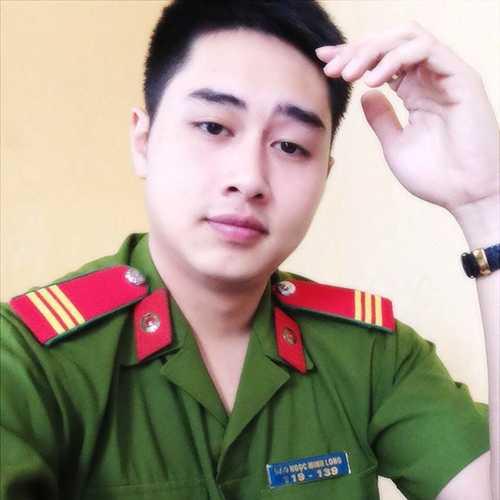 Nam Cảnh sát hình sự Đào Ngọc Minh Long được nhiều bạn gái mến mộ khi chia sẻ hàng loạt bức ảnh lên diễn đàn mạng.