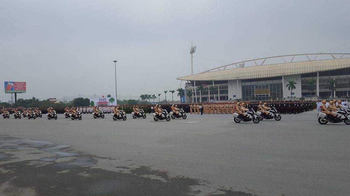 Sáng nay, tại quảng trường Sân vận động   Quốc gia Mỹ Đình (Hà Nội), Bộ Công antổ chức các buổi diễn tập phương án bảo vệ Đại hội Đại biểu toàn quốc lần thứ XII của Đảng.