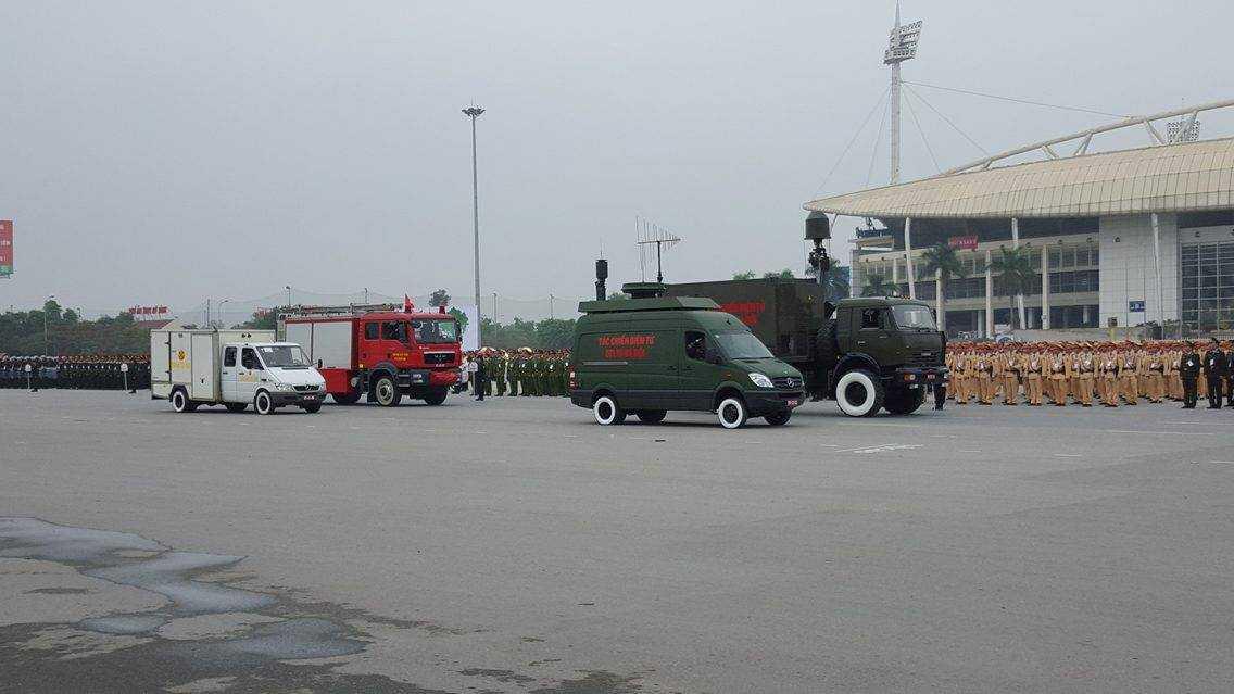 Có khoảng 125 xe đặc chủng được trang bị tối tân tham gia bảo vệ Đại hội Đảng XII.