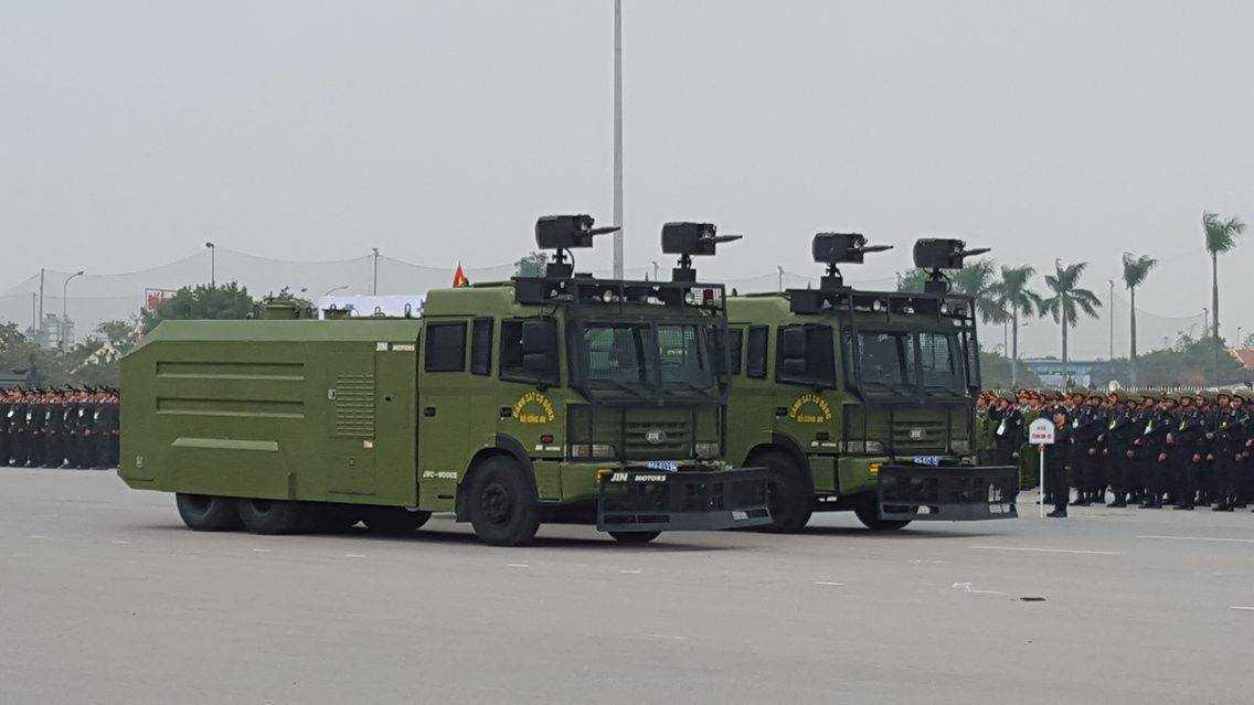 Xe đặc chủng chống bạo động JRC-9000E của hãng JINO Motors - thuộc   dòng xe chống bạo động với các tính năng hiện đại, mạnh mẽ và đạt hiệu   quả bậc nhất hiện nay.