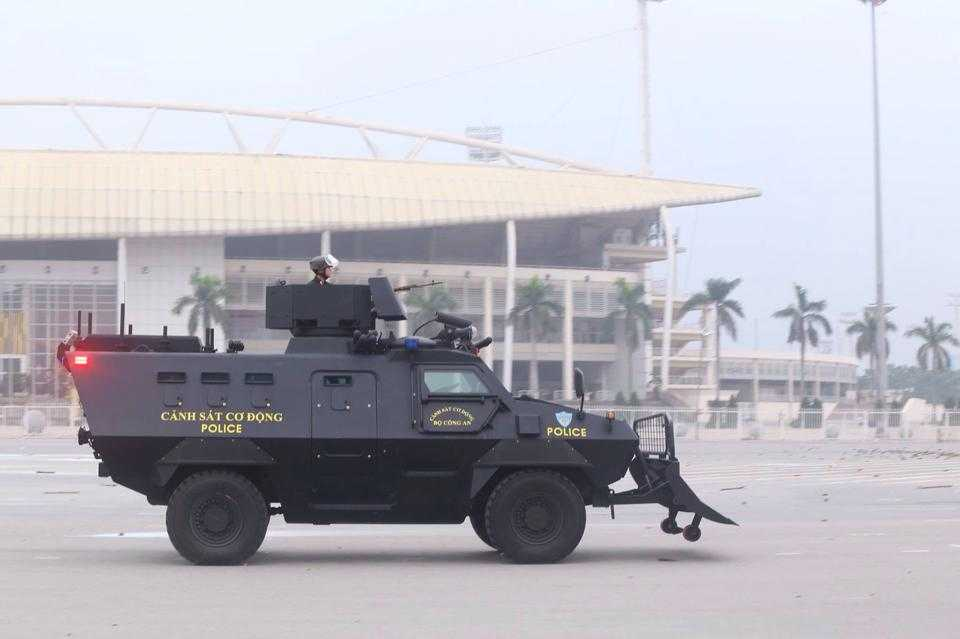 Ngoài ra còn có sự tham gia của các xe đặc chủng như chiếc xe bọc thép đặc chủng này được trang bị cho Cảnh sát cơ động và Cảnh sát đặc nhiệm làm nhiệm vụ phòng chống khủng bố, giải cứu con tin.