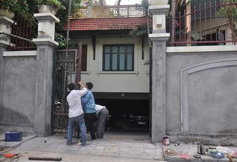 Theo một người bảo vệ của gia đình ông Kiên thì lần sửa chữa này, họ chủ yếu sửa sang bên ngoài.