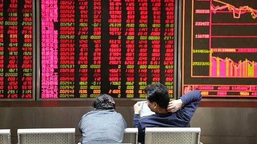 Thị trường chứng khoán lao dốc lần hai sau phiên giao dịch sáng 7/1. Ảnh: Getty