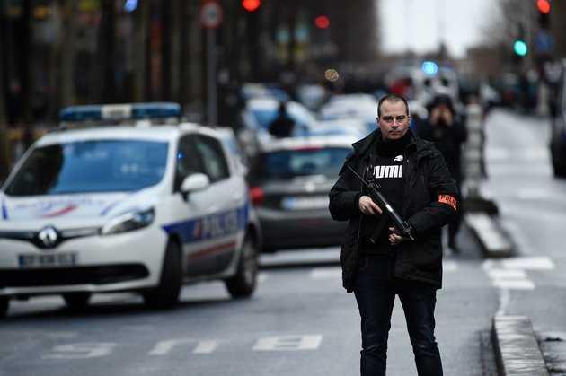 Cảnh sát vùng Goute d'Or , Paris