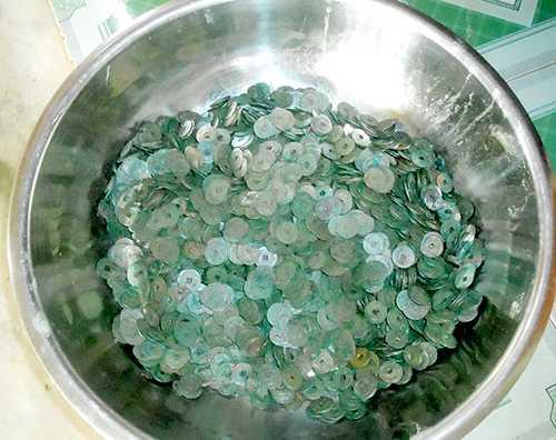 Tổng trọng lượng số xu tiền cổ được phát hiện là 15 kg.
