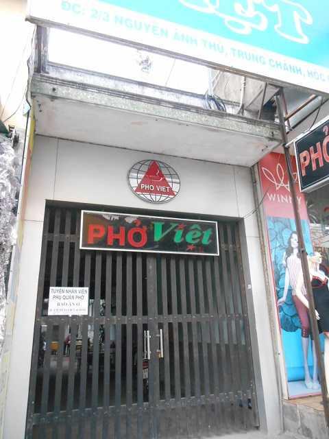 Quán phở Việt không dám mở cửa buôn bán sau vụ việc xảy ra. Ảnh: Phan Cường