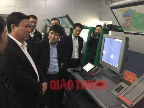 Bộ trưởng Đinh La Thăng yêu cầu Lãnh đạo Tổng công ty Quản lý bay VN thưởng nóng kíp trực điều hành bay đã xuất sắc hoàn thành nhiệm vụ.