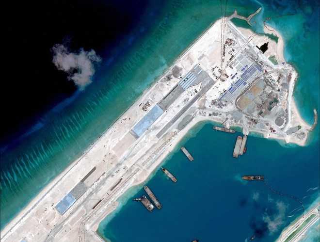 Ảnh chụp vệ tinh Đá Chữ Thập thuộc quần đảo Trường Sa của Việt Nam mà phía Trung Quốc chiếm đóng, xây dựng trái phép đường băng và cho máy bay hạ cánh. (Nguồn: CSIS)