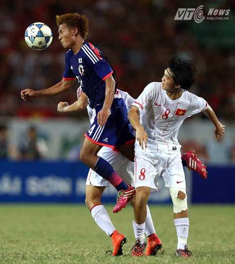 Tuấn Anh đã có cơ hội chạm trán các ngôi sao đến từ J-League (Ảnh: Quang Minh)