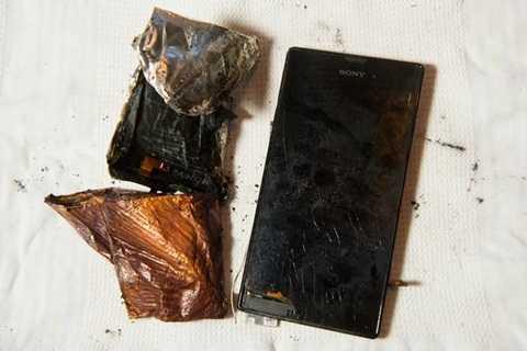 Chiếc điện thoại vỡ vụn thành nhiều mảnh sau khi phát nổ