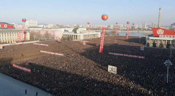 Người dân Triều Tiên tập trung tại quảng trường ở Bình Nhưỡng