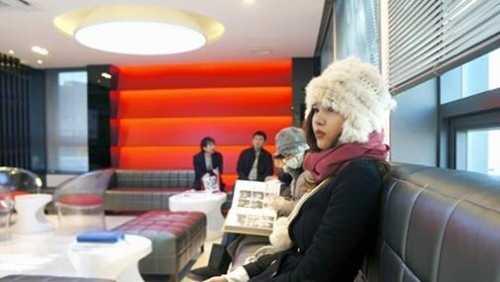 Hình ảnh Kỳ Hân tại một thẩm mỹ viện trên đất Hàn.