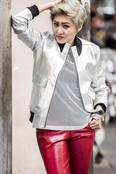 """Ngày 3/12 vừa qua, cô đã cho ra mắt single đầu tiên """"Nói đi mà"""" với phong cách hồn nhiên vô tư và vô cùng gần gũi dễ thương. Bài hát đánh dấu con đường ca hát chuyên nghiệp của Vicky Nhung, được nhạc sĩ trẻ Mew Amazing đo ni đóng giày cho chất giọng và phong cách unisex đặc biệt của Vicky Nhung và đã nhận được sự ủng hộ của khán giả."""