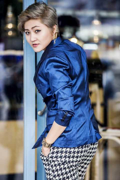 """Sau thành công của MV """"Nói đi mà"""", Vicky Nhung ngày càng khẳng định được tên tuổi trên con đường âm nhạc. Cụ thể là việc cô """"bay show"""" nhiều hơn, được mời đóng phim, quảng cáo..."""