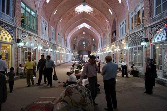 Thành phố bị mất vị trí thủ đô vào thế kỷ 16, nhưng ngôi chợ này vẫn có tầm quan trọng như là một trung tâm thương mại và kinh tế.