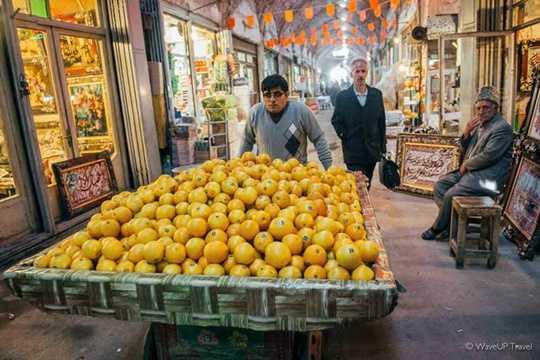Mặc dù ngày nay có nhiều cửa hàng mới và trung tâm đã được thiết lập, chợ Tabriz vẫn là trung tâm kinh tế của thành phố và tây bắc Iran.