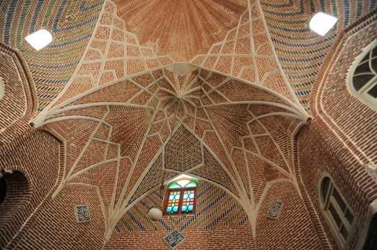 Bên cạnh đó, chợ Tabriz còn là một công trình cổ còn lưu giữ những giá trị kiến trúc nghệ thuật tiêu biểu của văn hóa Ba Tư.