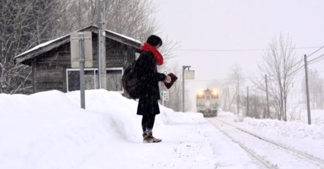 Hành khách duy nhất của nhà ga Kami-Shirataki. Ảnh: CCTV News