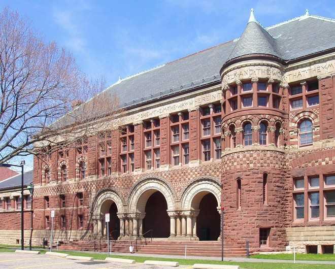Harvard, đại học hàng đầu thế giới, xếp số một danh sách những trường gây căng thẳng cho sinh viên. Với tỷ lệ trúng tuyển chỉ ở mức 5,9%, năm 2014, trường có thêm 2.000 sinh viên.