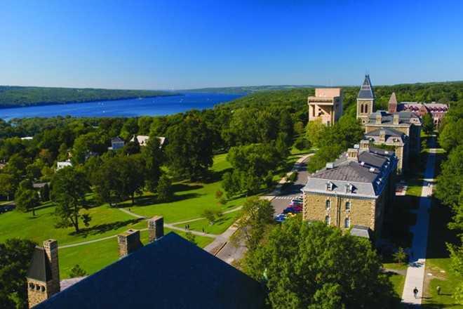 Tại ngôi trường hàng đầu thế giới, sinh viên Cornell phải đối mặt môi trường học tập cạnh tranh căng thẳng. Trong thập kỷ đầu tiên của thế kỷ 21, Cornell được mệnh danh