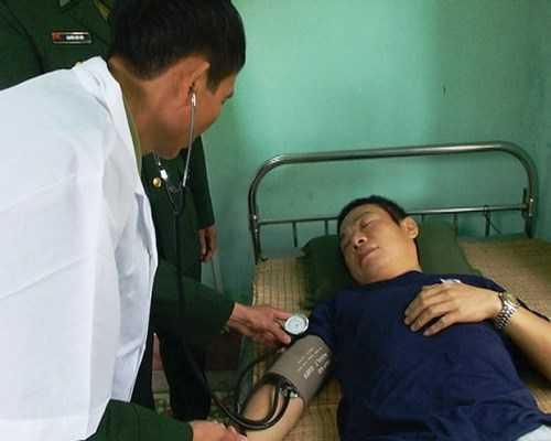 Từ Tự Lập được quân y BCH Biên Phòng chăm sóc y tế