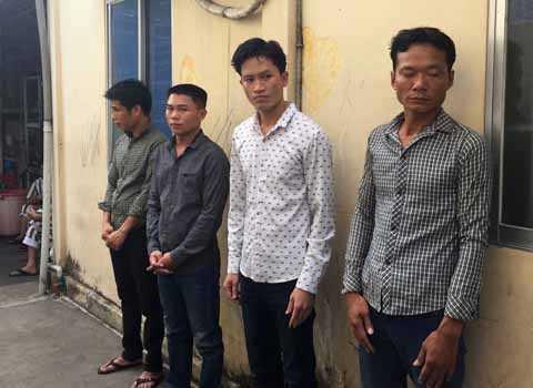 4 trong 7 đối tượng tham gia đánh bạc bị bắt giữ.