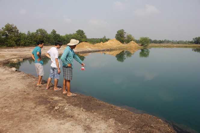 Khu vực tìm thấy 2 trẻ chìm dưới hồ - Ảnh: Dương Phan