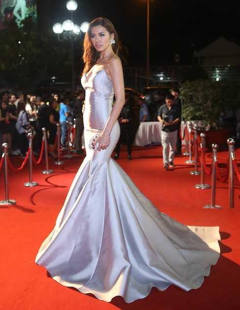 'Angelina Jolie phiên bản Việt' Minh Tú cũng xuất hiện lộng lẫy.