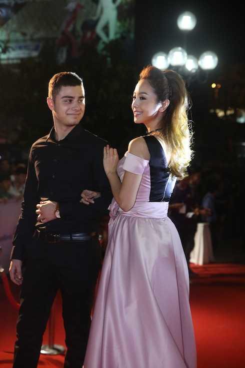 Jennifer Phạm và bạn nhảy.
