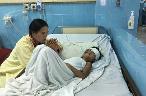 Bé gái bị chấn thương sọ não nặng, đang được điều trị và chăm sóc đặc biệt.