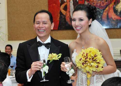 Siêu mẫuHuỳnh Thanh Tuyền làm cô dâu trẻ bên người chồng hơn gần 30 tuổi