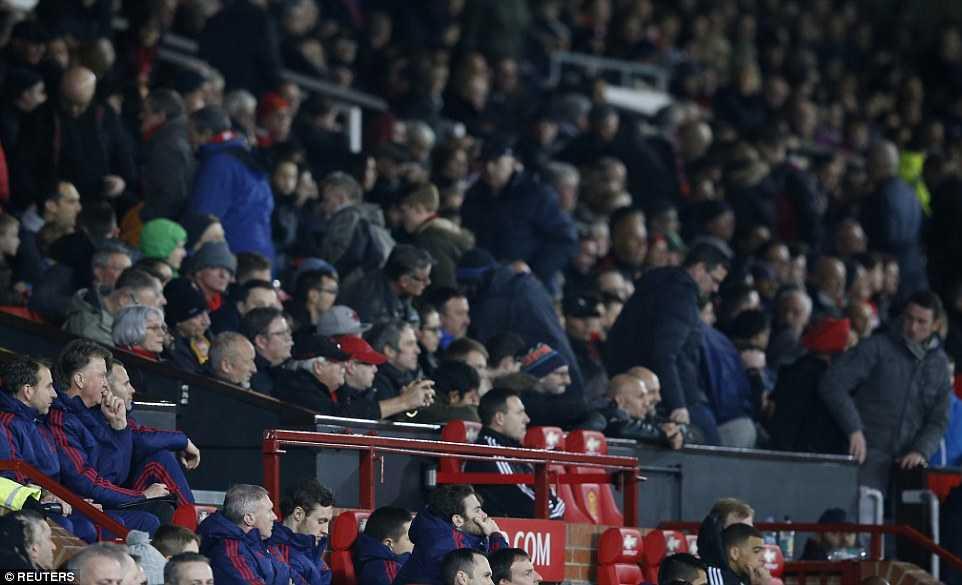 Van Gaal không quan tâm đến cảm xúc của các CĐV Man Utd