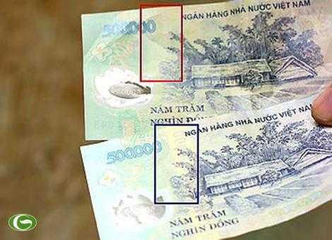 Tiền thật (phía dưới) có chi tiết Iriodin, trong khi tiền giả (phía trên) không có