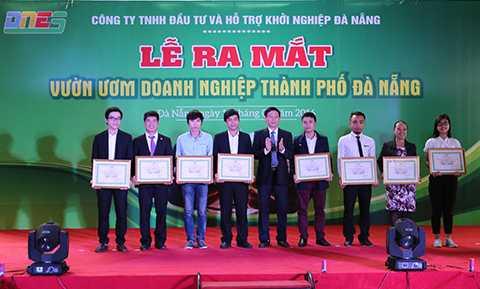 Tại Lễ ra mắt Vườn ươm doanh nghiệp TP Đà Nẵng, Ban tổ chức đã giới thiệu và công bố 8 nhóm dự án thiết thực, có tính hả thi cao được tiếp nhận tham gia ươm tạo tại vườn ươm
